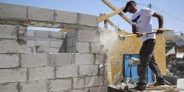 İsrail Filistinli aileye evini yıktırdı