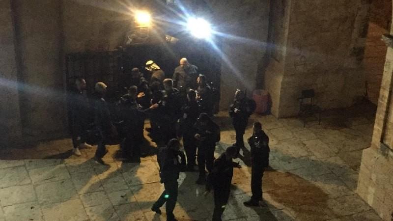İsrail güçleri Mescidi Aksa'da namaz kılanlara saldırdı