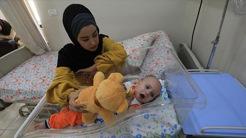 İsrail hasta bebeğin annesini Gazze'den çıkartmadı