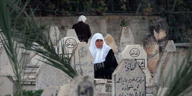 Dünya bu skandalı konuşuyor! Mezarlıklara gözetleme sistemi kurdular