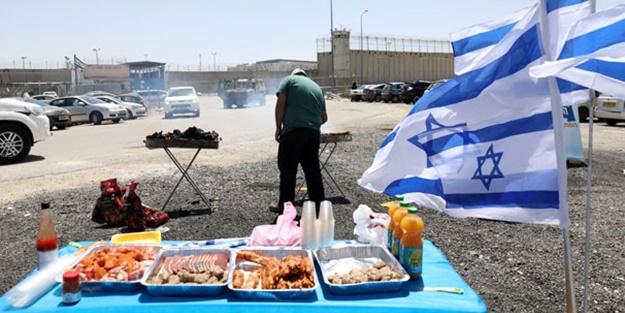 İsraillilerden alçaklık! Açlık grevi yapılan cezaevinin önünde mangal yaptılar
