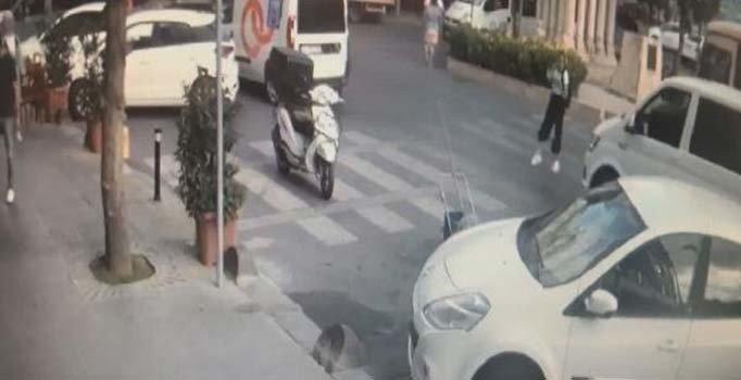 İstanbul Bağcılar'da yaya geçidinden geçen genç kıza minibüs çarptı