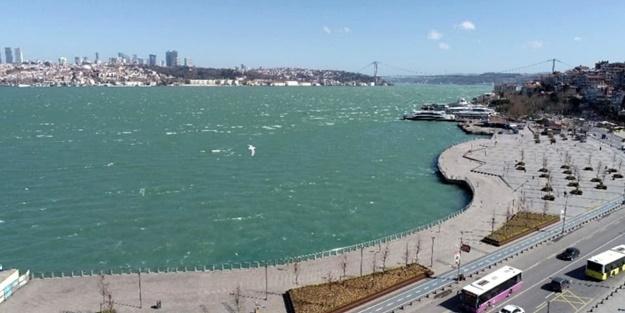 İstanbul Boğazı'nda sıra dışı görüntü! Bakanlar bir daha baktı