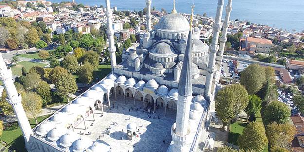 İstanbul cuma namazı saati kaçta kılınacak?