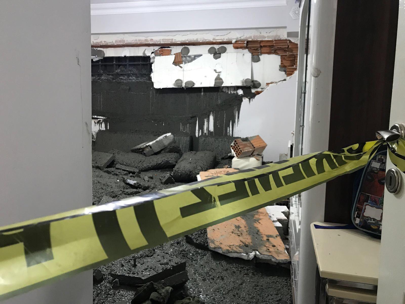 İstanbul Eyüpsultan'da binanın duvarı çöktü! Yaralılar var