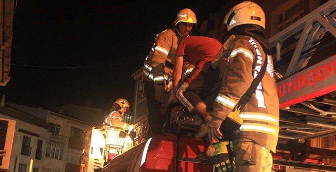 İstanbul Fatih'te yangın: Mahsur kalan 7 kişi kurtarıldı