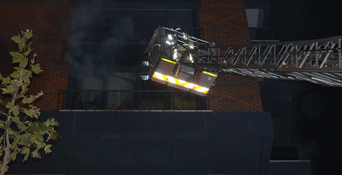 İstanbul'da 14 katlı binada korkutan yangın