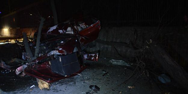 İstanbul'da dehşet veren kaza! Otomobil hurdaya döndü
