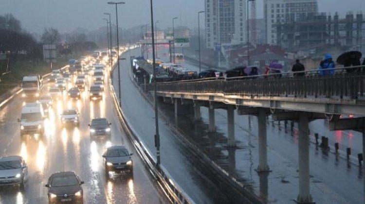 İstanbul'da etkili yağış! Trafik kilit
