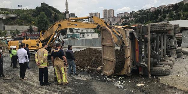 İstanbul'da facianın eşiğinden dönüldü! Camiye çarpmamak için yakıt yüklü tankere vurdu