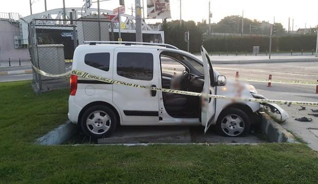 İstanbul'da kurşun delikleri bulunan araç kaza yaptı