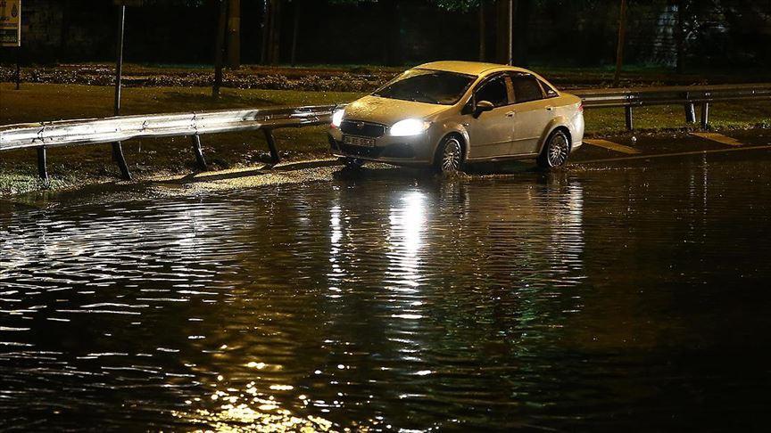 İstanbul'da kuvvetli fırtına ve sağanak yağış