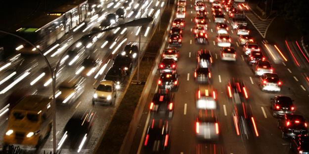 İstanbul'da trafik felç! TEM ve D100 tıkandı