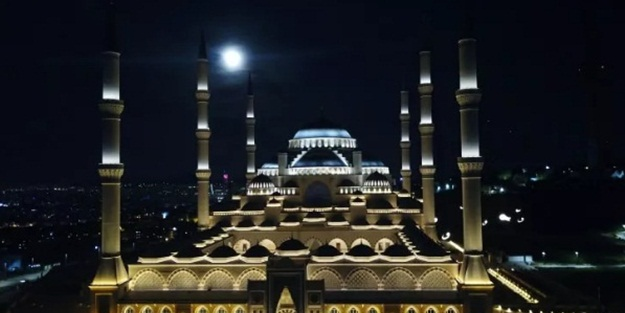 İstanbul'da ve Türkiye'de muhteşem dolunay görüntüsü