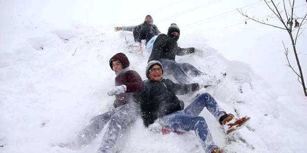 İstanbul'da yarın (Pazartesi) okullar tatil mi? İlk kar tatili haberi geldi