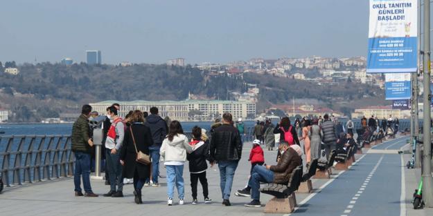 İstanbullular eve kapandı, turistler güneşli havanın keyfini çıkardı