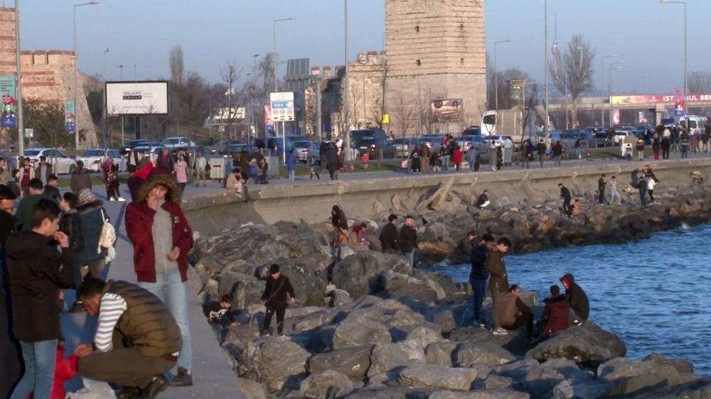 İstanbullular güneşli havanın tadını çıkarttı