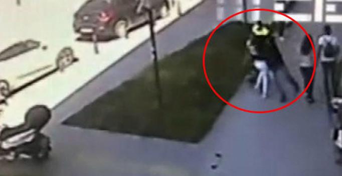 İstanbul'un göbeğinde şoke eden olay! Bir anda yolda yürüyen kadına saldırdı