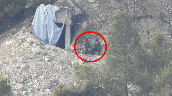 İşte kritik dağdaki teröristlerin en net görüntüsü!