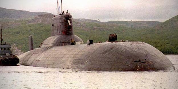 """İsveç sularında """"gizemli"""" bir denizaltı"""