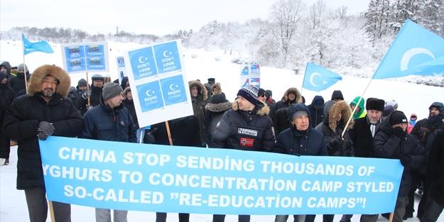 Uygur Türklerinin protesto resimleri ile ilgili görsel sonucu
