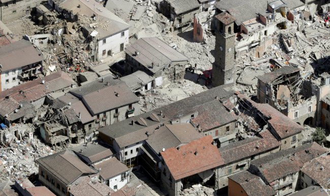 İtalya'da 6 gün sonra enkazdan çıkarıldı