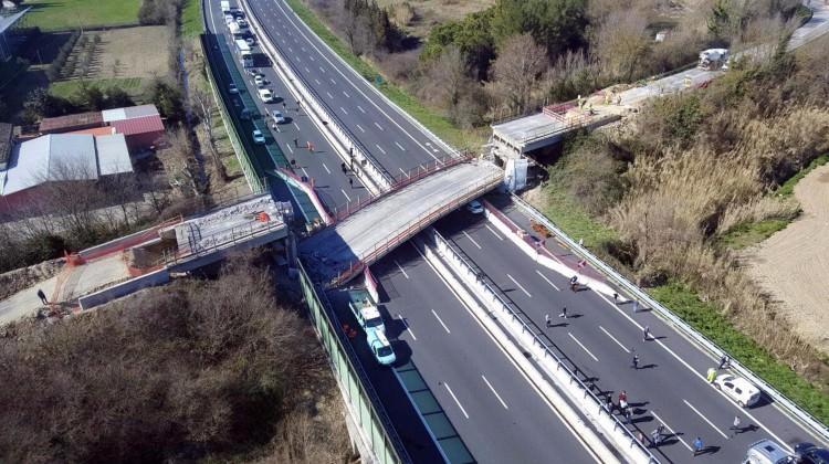 İtalya'da köprü faciası! 2 ölü