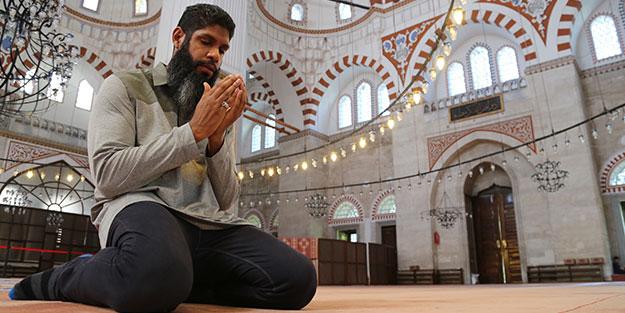 İtikafa girmek için Peru'dan İstanbul'a gelen İbrahim Mina Recavarren: Sanki bir rüyadayım