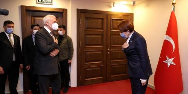 İYİ Parti Genel Başkanı Meral Akşener, Yunan Büyükelçi karşısında eğildi!