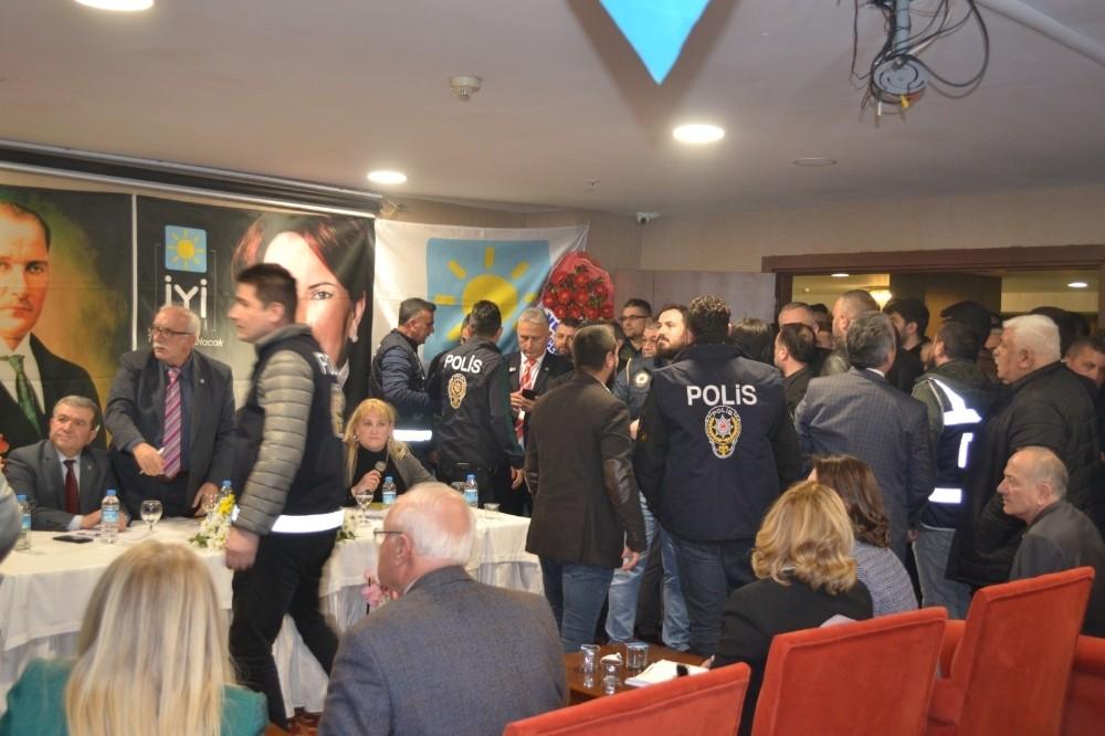 İYİ Parti Kdz. Ereğli Kongresi'nde 'üyelik' tartışması