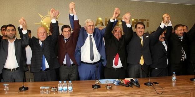 İyi Parti'de istifa depremi... AK Parti'ye geçtiler