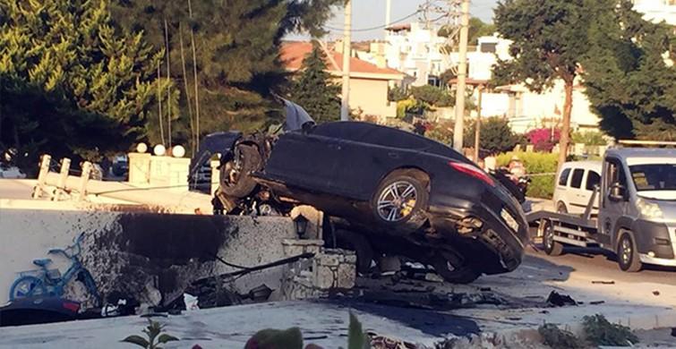 İzmir Çeşme'deki kazada lüks araç bahçe duvarına saplandı
