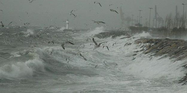 İzmir için kritik saatler başladı: 'Sahil bandından uzak durun' uyarısı!