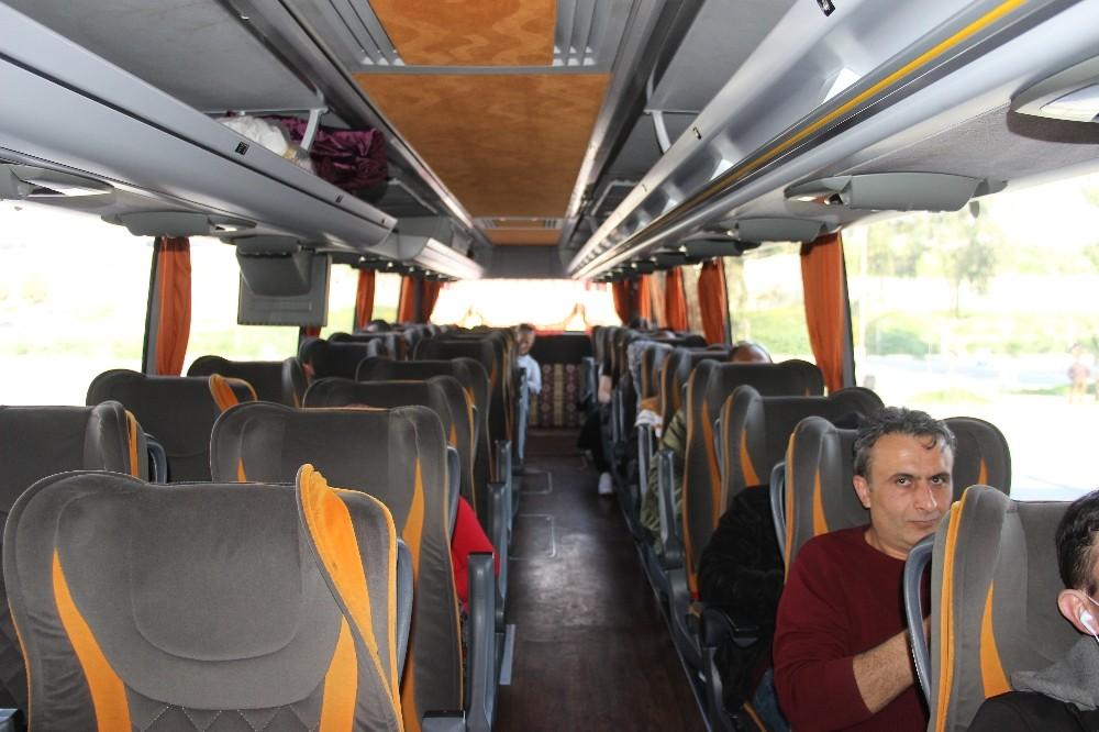İzmir Otogarı'nda otobüsler yarı dolu yola çıktı