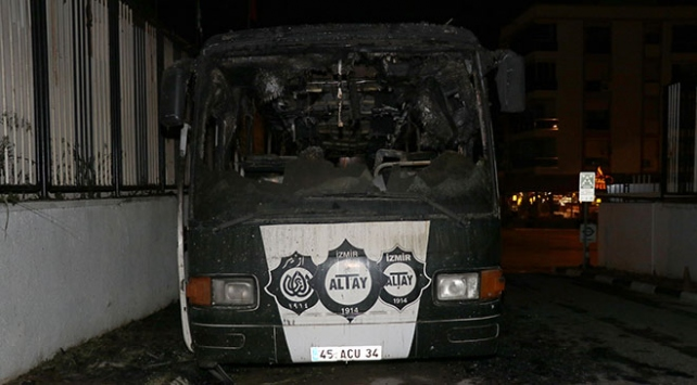 İzmir'de Altay Spor Kulübü'nün takım otobüsü alev aldı