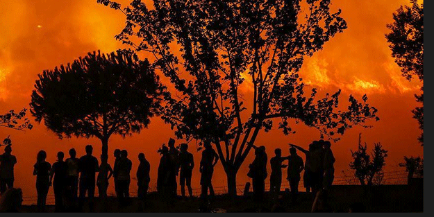 İzmir'de büyük yangın! Cephaneliğe ilerliyor