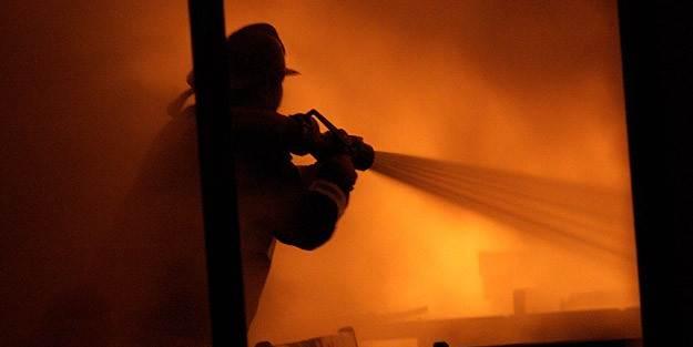 İzmir'de çıkan yangına çok sayıda itfaiye ekibi müdahale etti