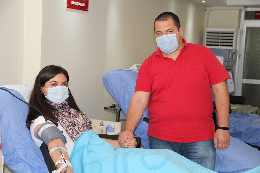 İzmir'de koronayı atlatan hemşire plazma bağışı yaptı