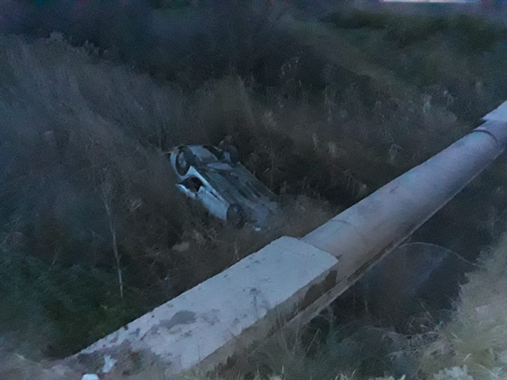 İzmir'de otomobil köprüden uçtu: 1 yaralı