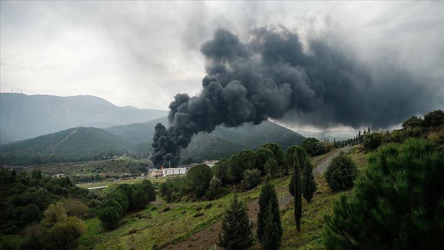 İzmir'de plastik geri dönüşüm deposunda yangın çıktı
