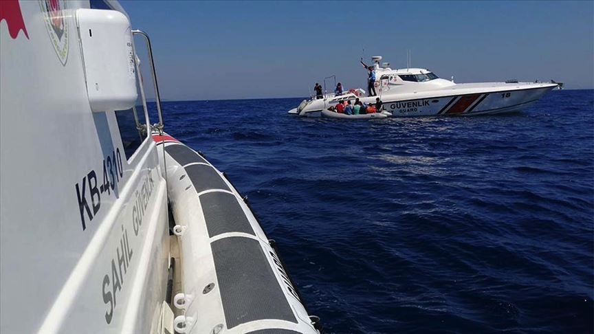 İzmir'de Türk kara sularına geri itilen 36 sığınmacı kurtarıldı