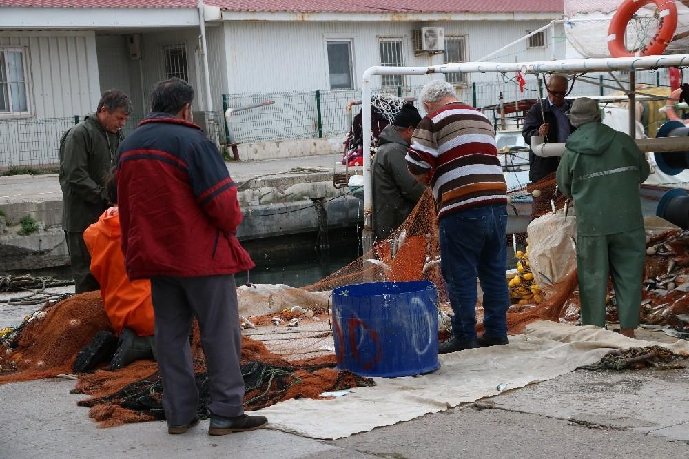 """İzmirli balıkçılar: """"Mültecileri adalara seve seve taşırız"""""""