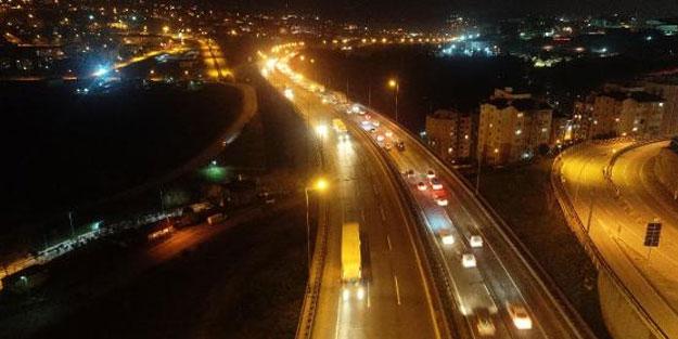 İzmit'te TEM Otoyolunda kilometrelerce araç kuyruğu oluştu