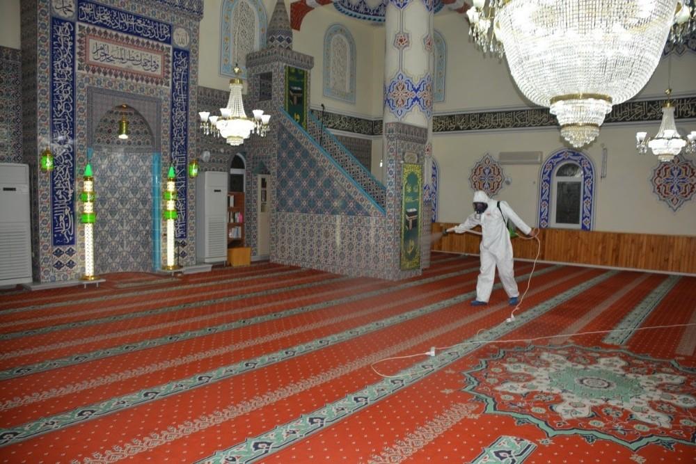 İzmit'te tüm camiler ibadete hazırlandı