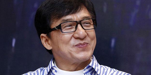 Jackie Chan 'tam bir pislik' olduğunu kabul etti! Bebeğini öfkeyle fırlatmış