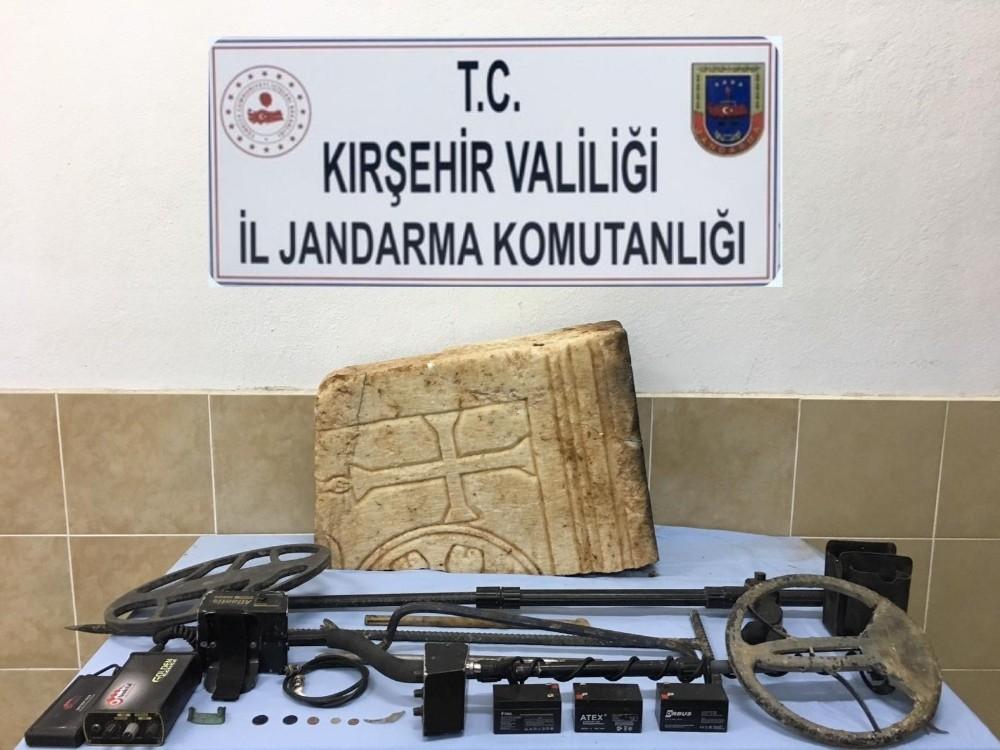 Jandarmadan kaçak kazı operasyonu: 2 gözaltı