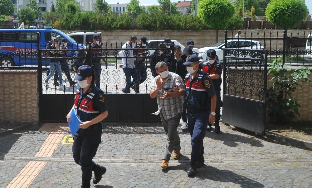 Jandarmanın örgüt operasyonunda gözaltına alınan 7 kişi adliyede