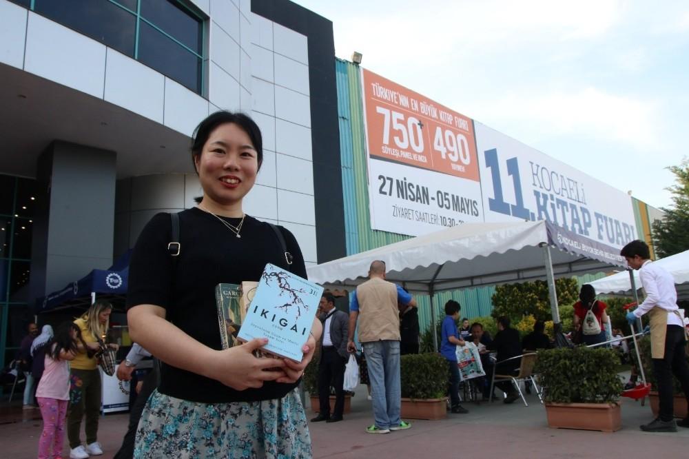 Japon Tajima, aradığı kitapları Kocaeli Kitap Fuarı'nda buldu