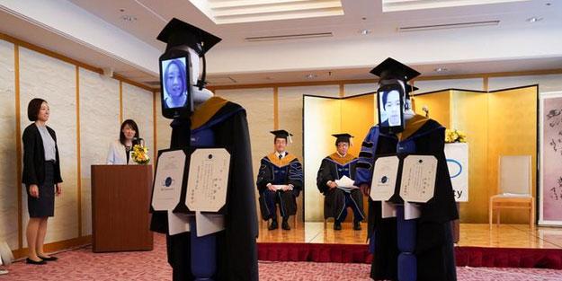 Japonya'da mezuniyet töreni robotlar aracılığı ile gerçekleştirildi