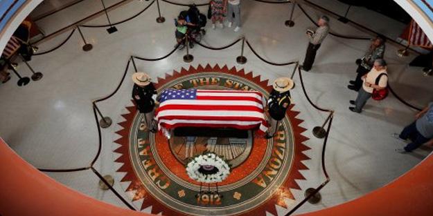 John McCain için Kongre'de tören düzenlendi